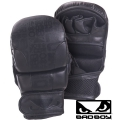 Боксерские перчатки для MMA BAD BOY Legacy Safety Gloves